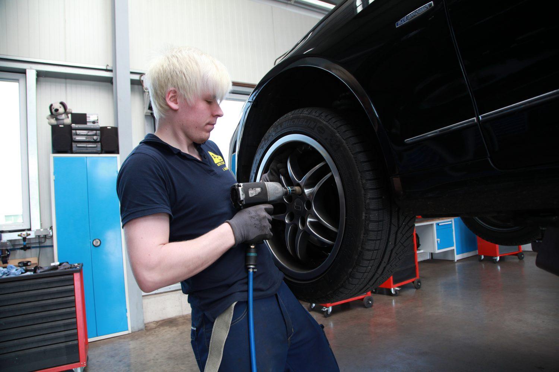 Reifenwechsel beim Fachmann
