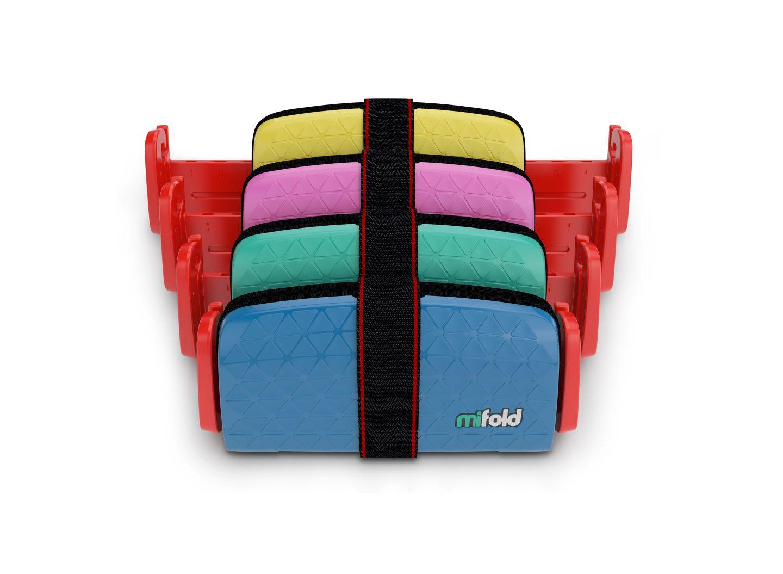 Der mifold ist ein faltbarer Mini-Kindersitz fürs Auto, der in jeden (Kinder-) Rucksack passt.