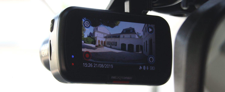 Kfz-Versicherte der Bayerischen erhalten 15 % Rabatt auf ihren Versicherungstarif, wenn sie mit einer Dashcam wie dieser Nextbase GW422 unterwegs sind. (Bild: SP-X/Mario Hommen)
