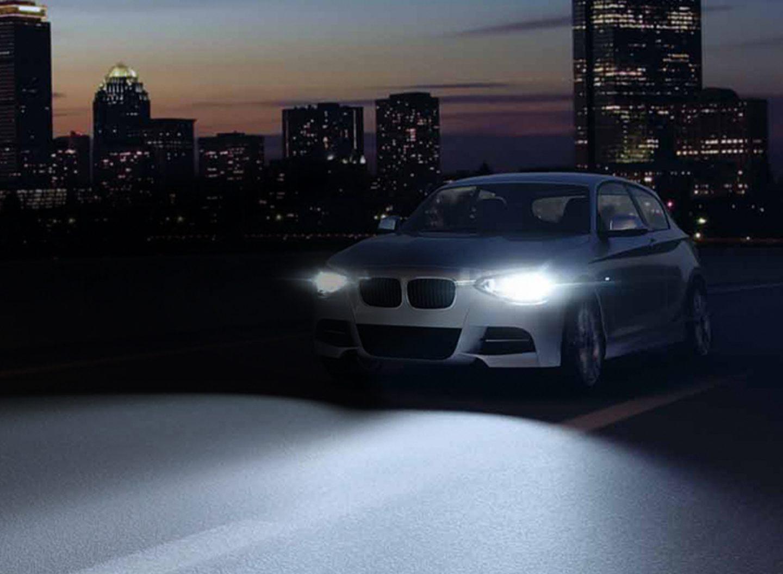 Light up your car: Den Lampenwechsel regelmäßig und vor allem paarweise durchführen ist der Schlüssel für die Sicherheit aller im Straßenverkehr.