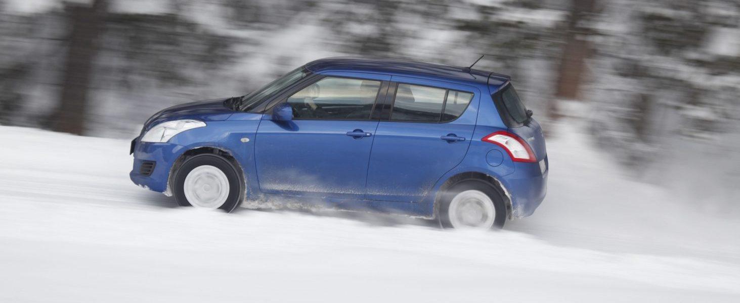 Im Winter sollten einige nützliche Helfer an Bord eines Fahrzeugs sein. (Bild: Suzuki)