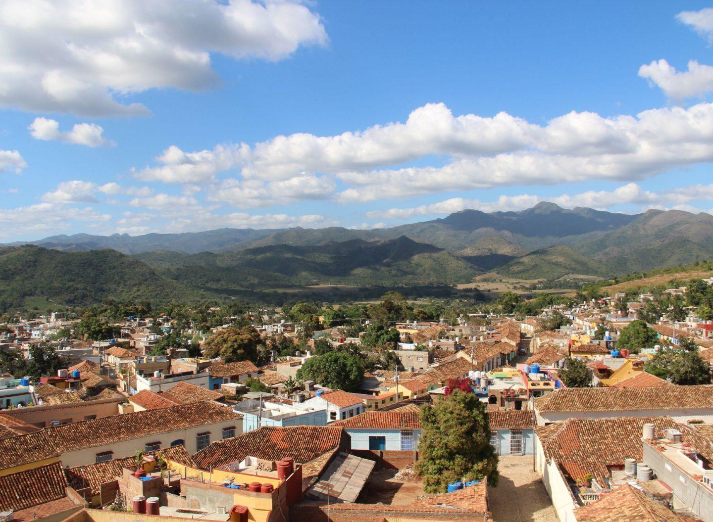 Aussicht über Trinidad in Kuba mit Lehmziegeldächern