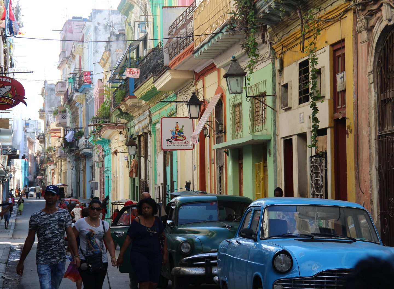 Havanna mit bunten Häusern im Kolonialstil