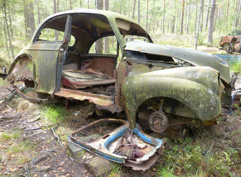atr-motus-oldtimer-rostig-kaputt-auto-museum-ryd-moor-schweden.jpg