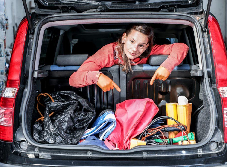Es ist mühselig, den Kofferraum freizuschaufeln, um an das Ersatzrad oder Notpaket zu kommen.
