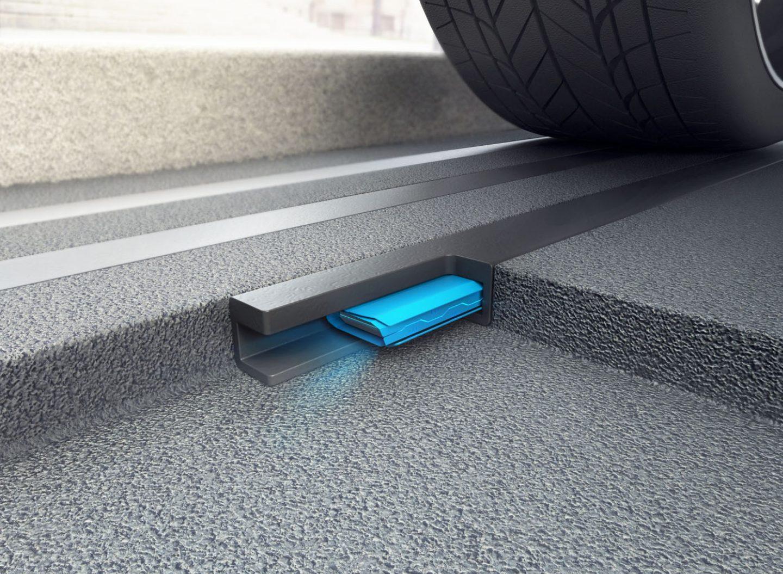 Die Sensoren sind in die Straße eingelassen und erkennen, ob gerade ein Auto auf ihnen parkt oder ob der Parkplatz frei ist. Diese Information wird per Funk an eine in der Nähe befindliche Basisstation gesendet. (Bild: Park Here)