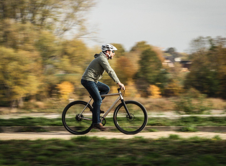 Beim Fahrradfahren sollte man immer einen Helm tragen. (Bild: sp-x)