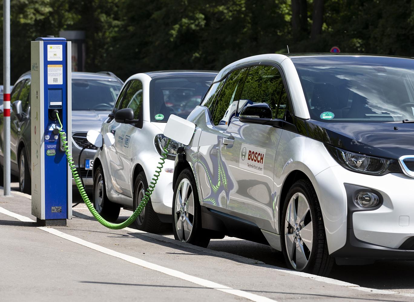Bosch cloud-basierte Batterieüberwachung, Auto an der Ladestation