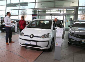 Mehrwertsteuer-Senkung auf 16 statt 19 Prozent: Nicht jeder Autokäufer profitiert automatisch.