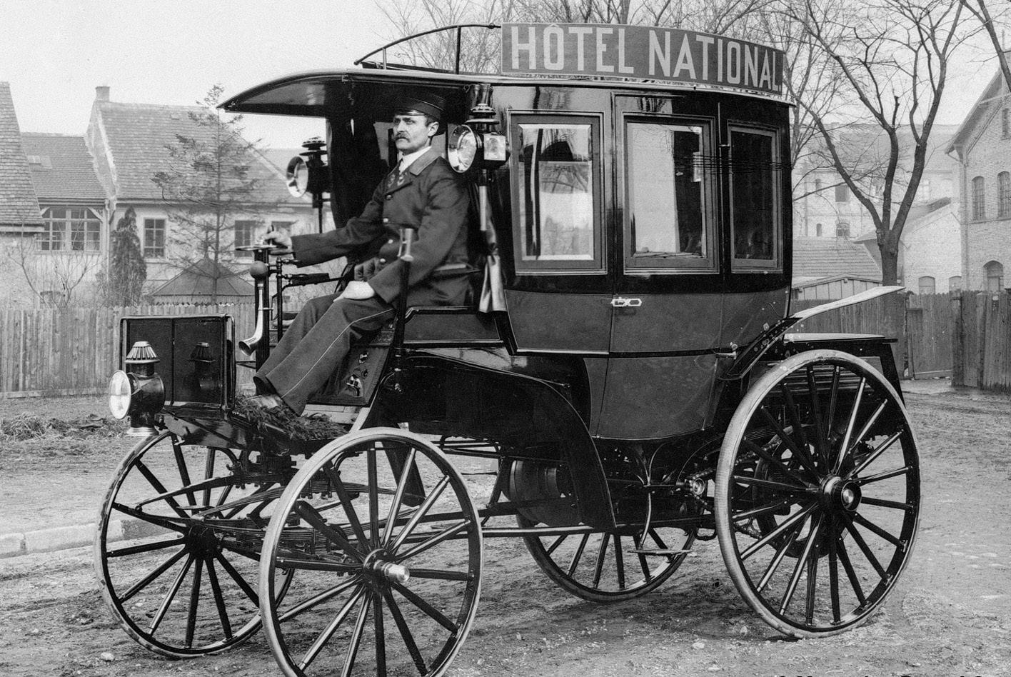 Der erste Motor-Omnibus vor 125 Jahren.