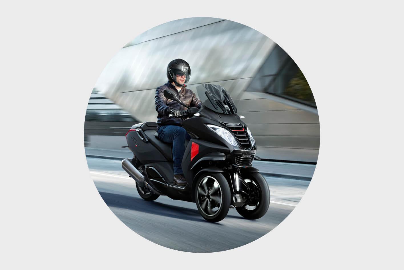 Dreirad-Roller im Vergleich: der Metropolis von Peugeot Motorcycles.