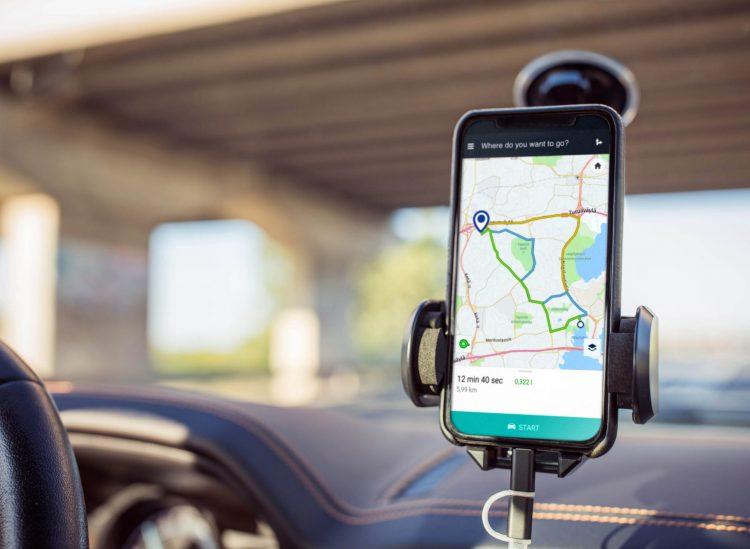 Intelligentere ökologische Routenplanung der Navigationssysteme könnte Tausende Tonnen CO2 einsparen.