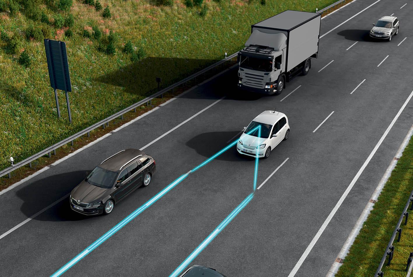Beim Spurhalteassistenten erfassen Kameras oder Sensoren die Fahrspur vor dem Fahrzeug.