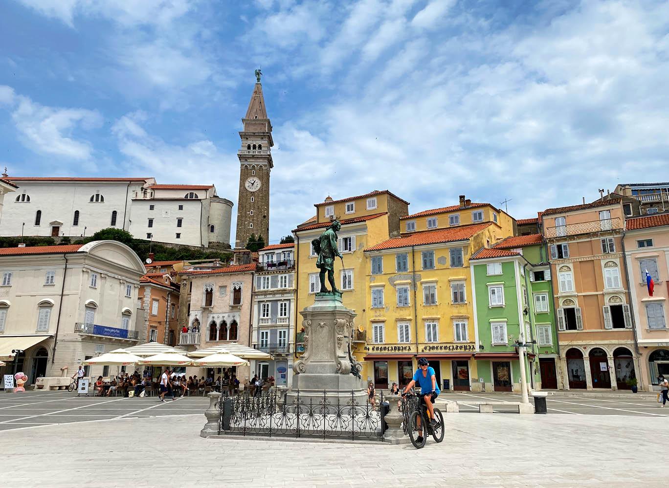 Piran: Tartini-Platz mit der Kathedrale St. Georg im Hintergrund