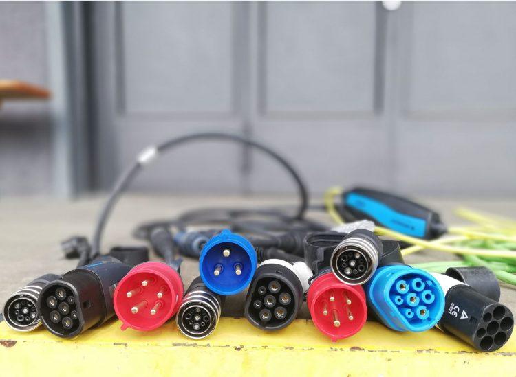Verschiedene Steckertypen für E-Autos