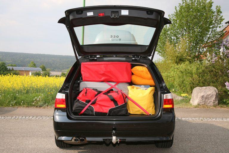 Auch im Kofferraum muss das Gepäck gut gesichert und befestigt sein, dass die volle Sicherheit gegeben ist.