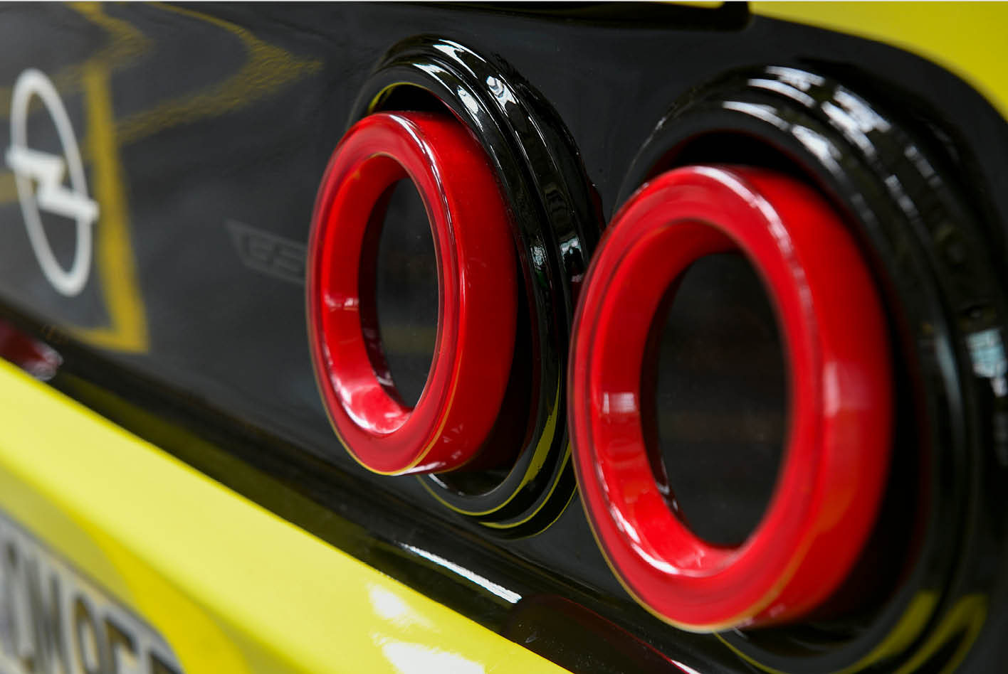 Echter Nostalgie-Look sind wie beim Manta-Klassiker die kreisrunden Heckleuchten. Bild. Opel