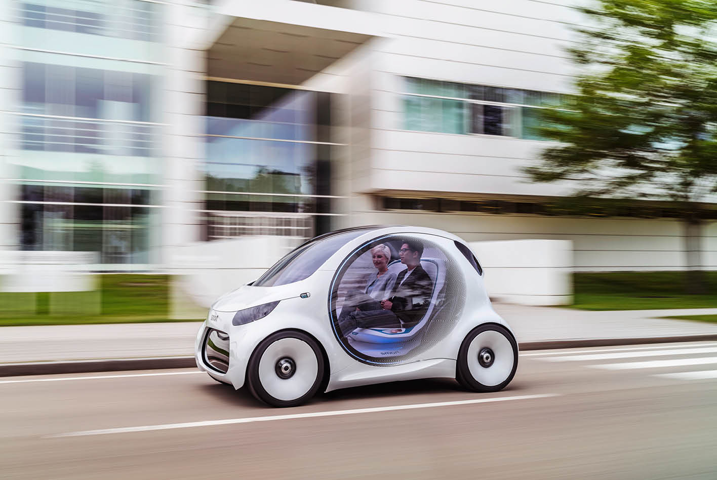 Die Hersteller – hier Smart – präsentieren ihre Konzeptfahrzeuge immer öfter ohne Lenkrad. Bild: Daimler